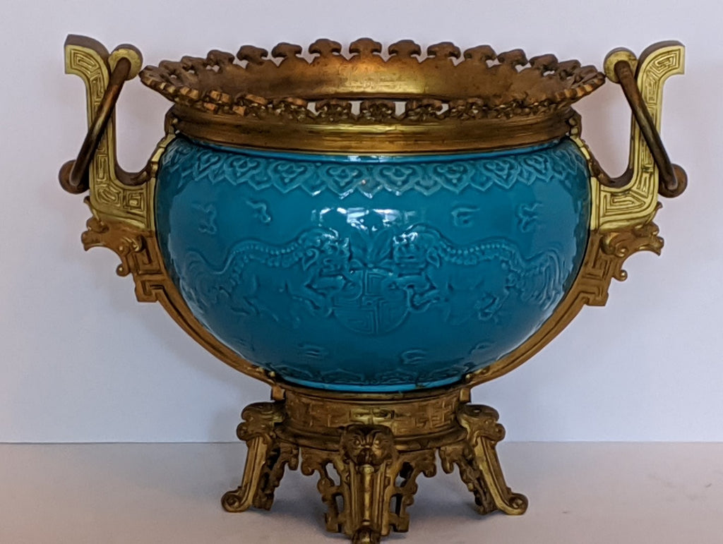 19TH CENTURY CHINESE PORCELAIN CENTER PIECE BOWL ON FRENCH ORMOLU BASE