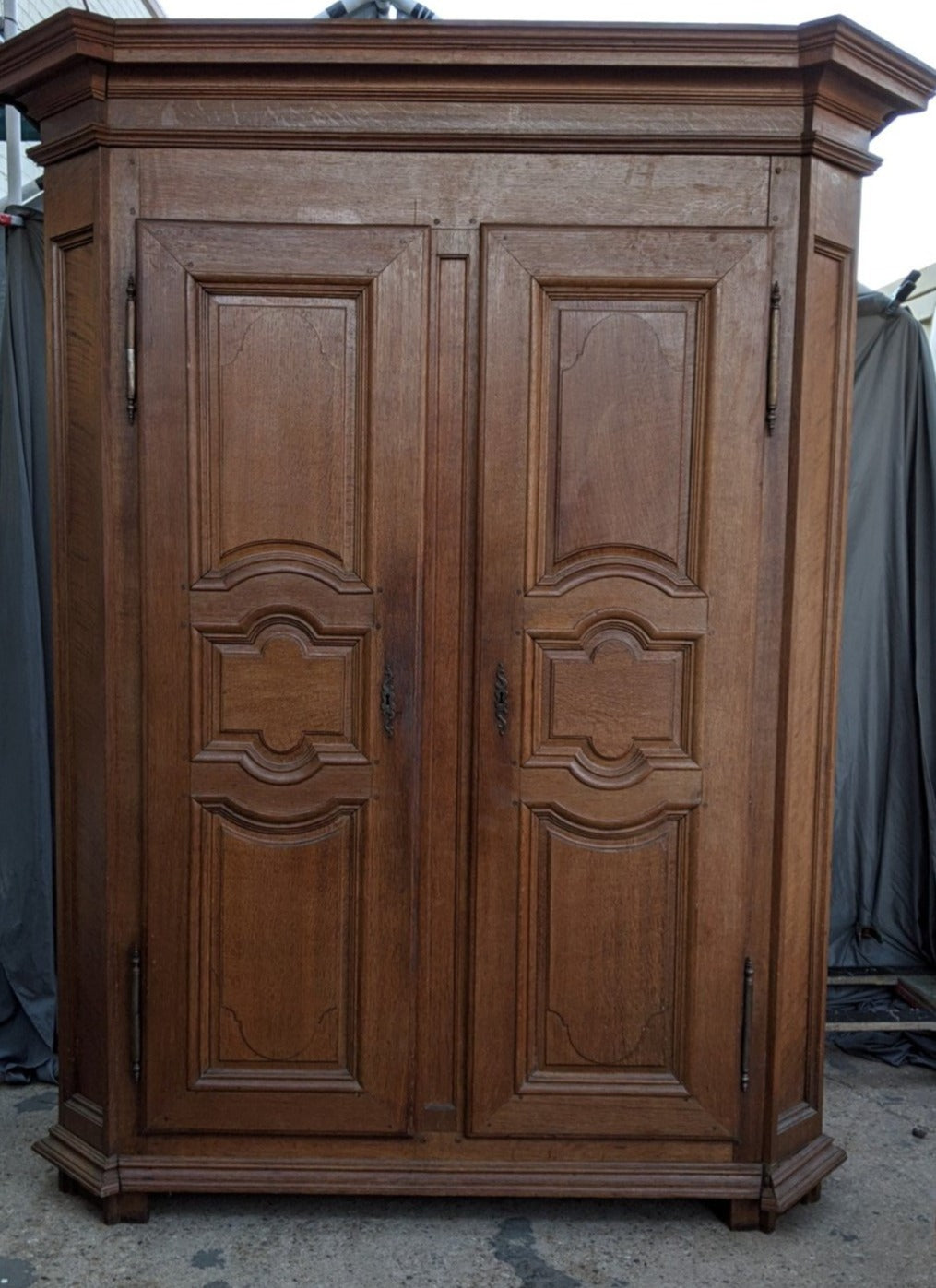 LARGE HENRI II OAK ARMOIRE