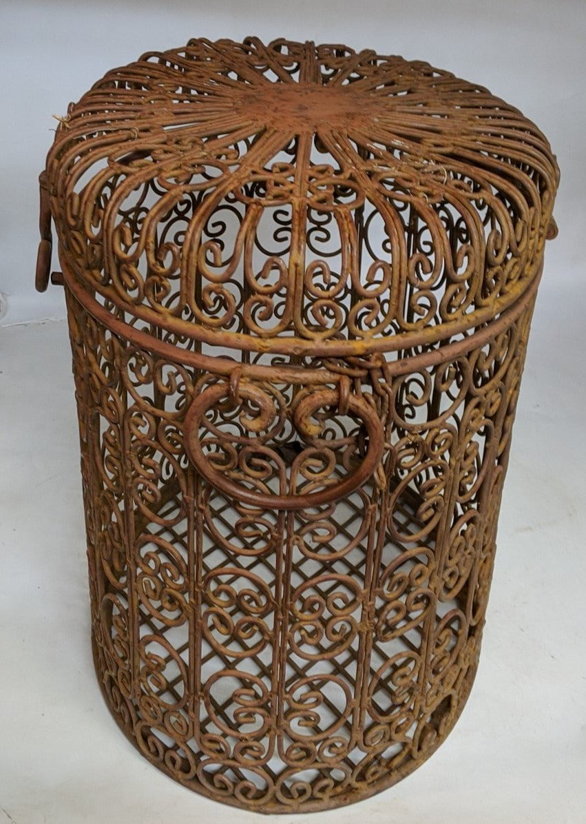 LARGE OVAL WIRE BASKET WITH LID
