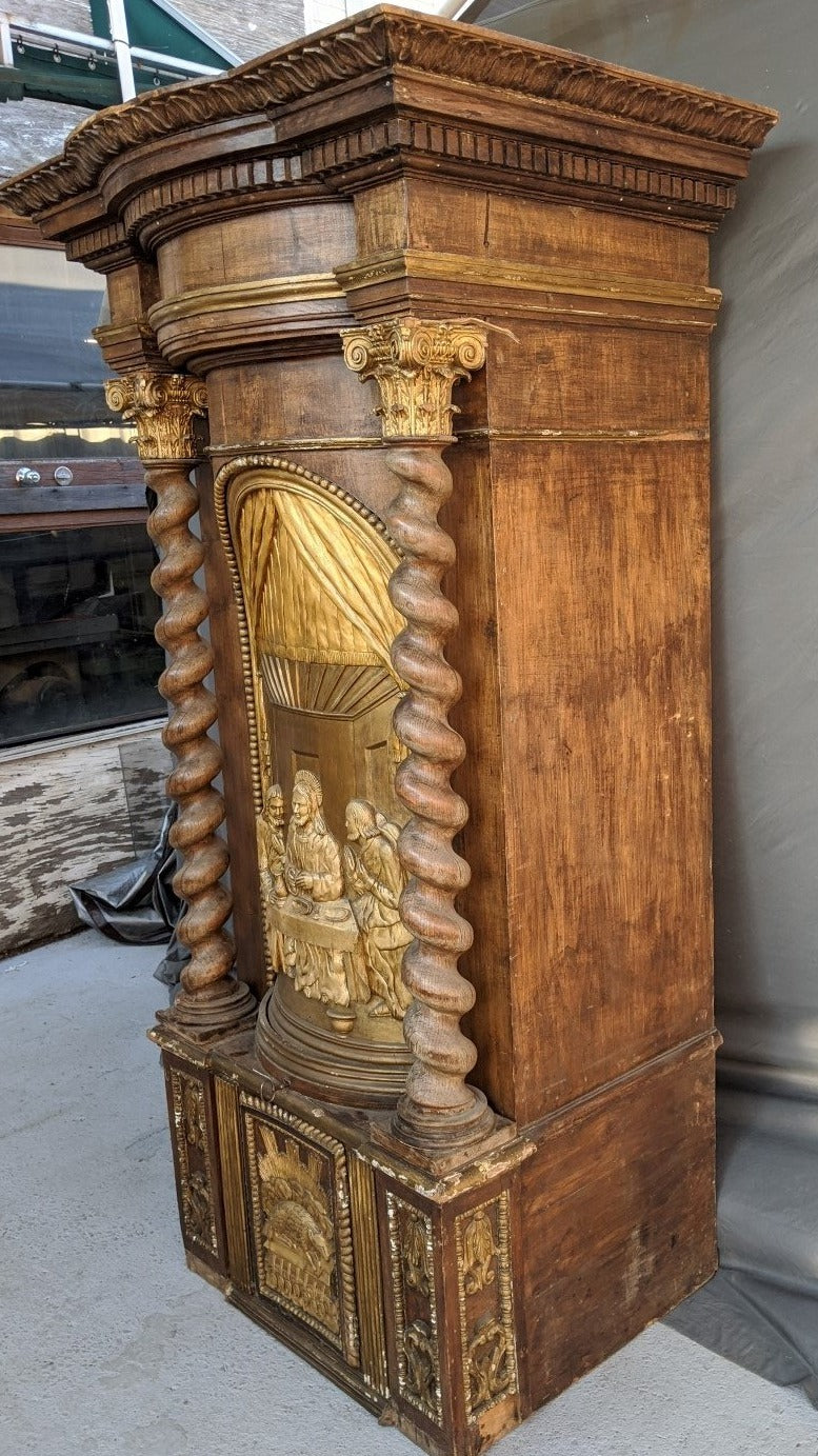 LARGE CARVED GILTWOOD AND BARLEY TWIST TABERNACLE