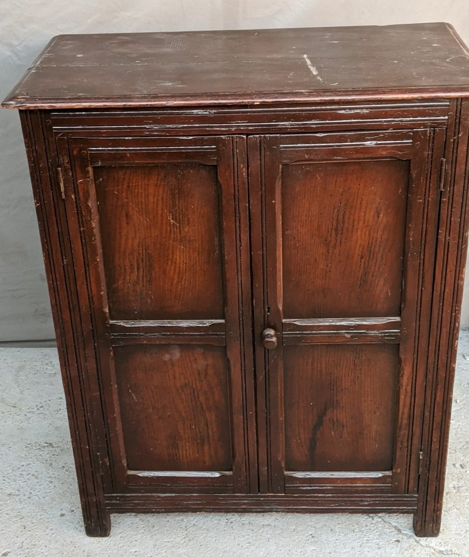 SMALL ENGLISH OAK CABINET