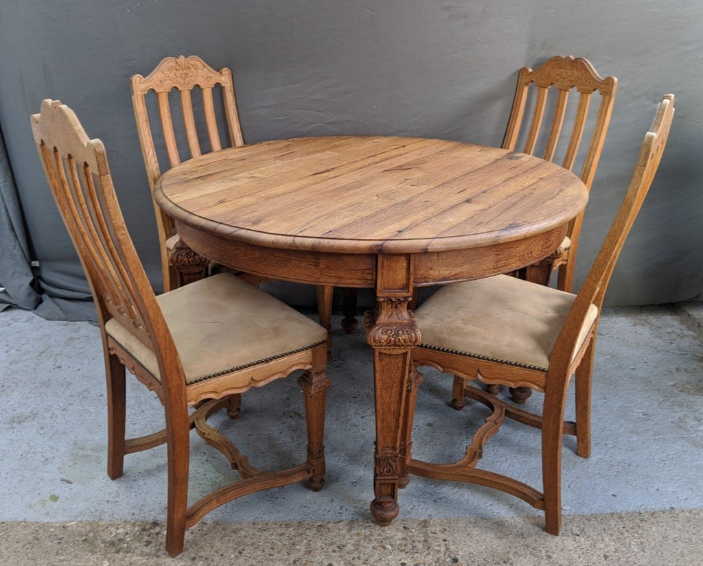 LIEGES OAK ROUND TABLE AND 4 CHAIRS