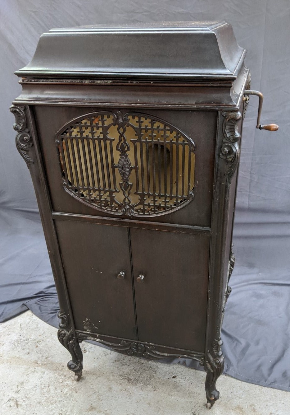 FANCY TURN OF THE CENTURY MAHOGANY VICTROLA IN WORKING ORDER