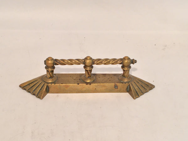 19TH CENTURY SMALL BRASS TWIST HANDLE FIRE PLACE ACCESSORY