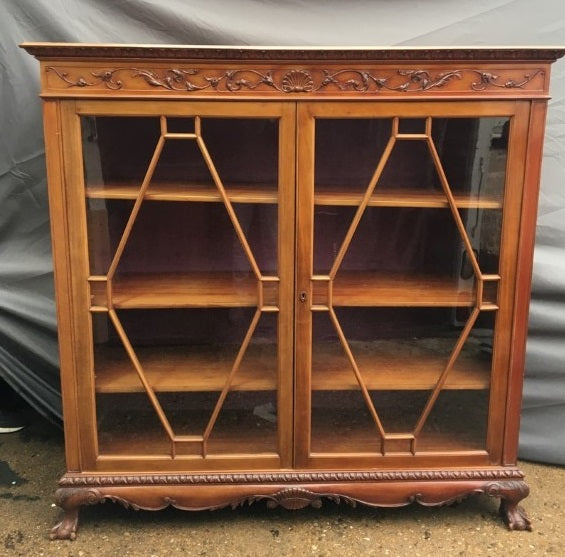 MAHOGANY CHIPPENDALE FOOT BOOKCASE DISPLAY