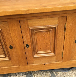 LARGE OAK SIDEBOARD WITH STRAIGHT LINES