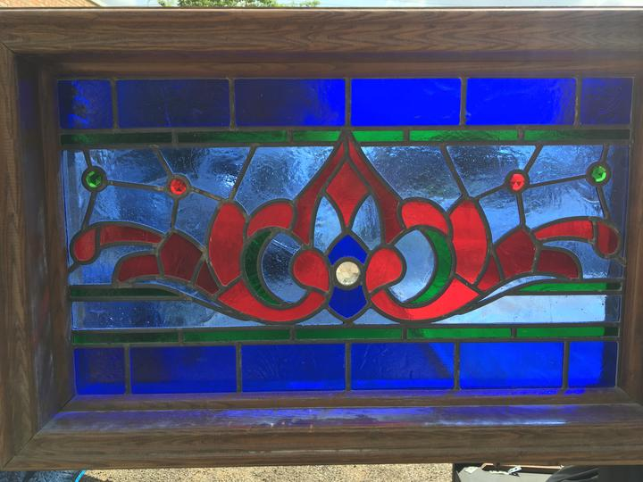 MEDIUM RED AND BLUE STAINED GLASS WINDOW WITH RONDELL