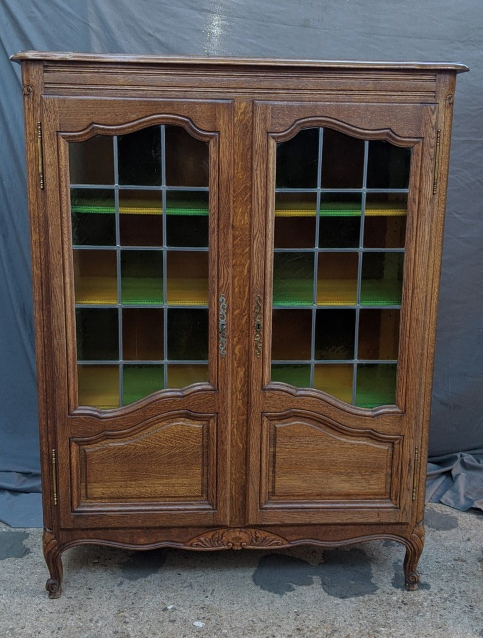 LOUIS XV OAK DISPLAY CABINET WITH STAINED GLASS