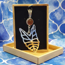 Load image into Gallery viewer, Kris plant leaf necklace
