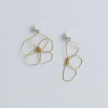 MARNIIE JEWELLERY HALF DAISY ODD PAIR EARRINGS - CHROMA STUDIO MELBOURNE