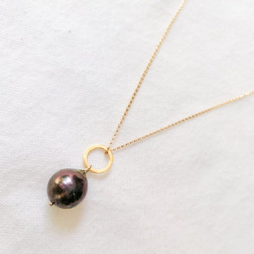 Piedras Black Pearl Pendant in Gold Necklaces Sayulita Sol