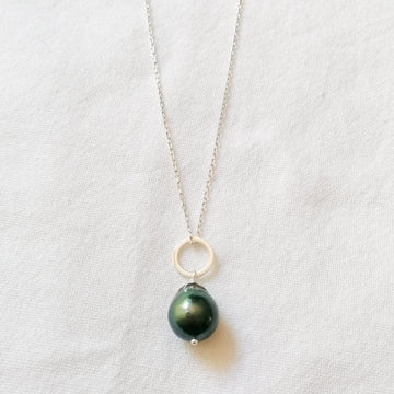Piedras Black Pearl Pendant in Silver Necklaces Sayulita Sol