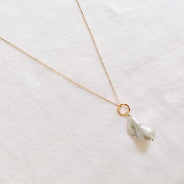Piedras White Pearl Pendant in Gold Necklaces Sayulita Sol