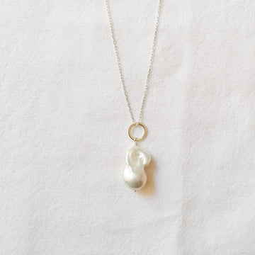 Piedras White Pearl Pendant in Silver Necklaces Sayulita Sol