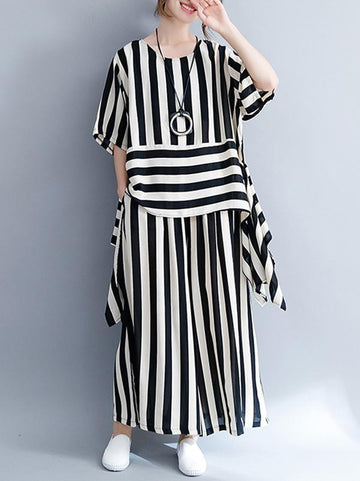 Fashion Combo Suit from T-shirt and Pants in White and Black Stripes