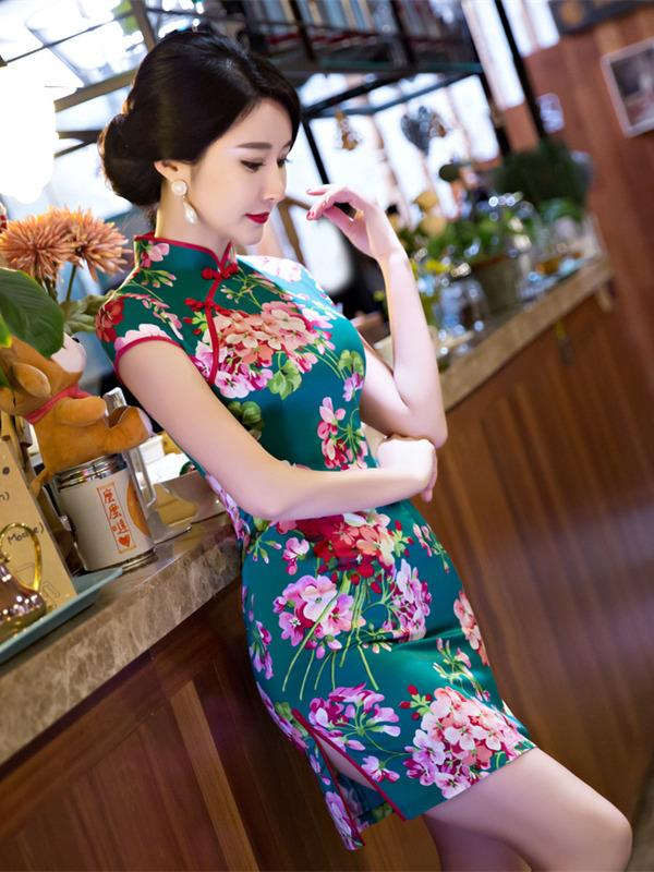Green Flower Side Split Short Cheongsam - Zebrant