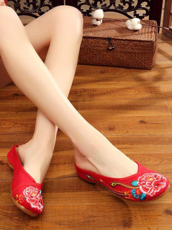 Authentic Oriental Flange Slippers with Floral Ornament - Zebrant