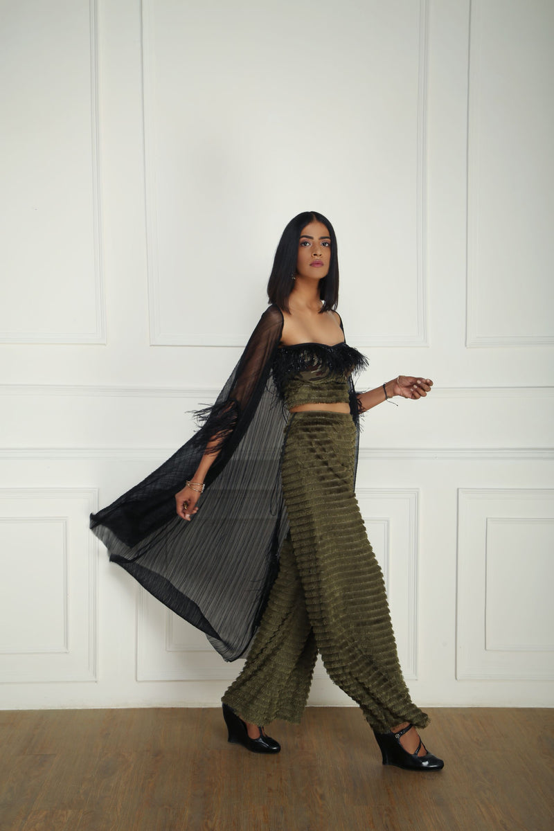 OLIVE PANTS AND CORSET WITH BLACK CAPE