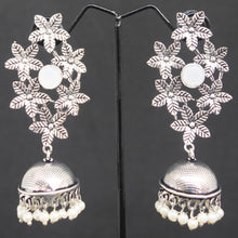 Load image into Gallery viewer, Flower Jhumka - White