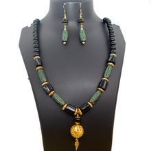 Load image into Gallery viewer, Black and Green Beads Necklace