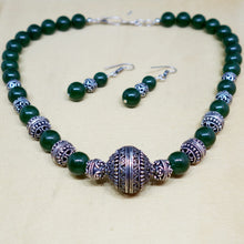 Load image into Gallery viewer, Glass Beads and Silver Spacer Necklace