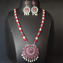 Load image into Gallery viewer, Maroon and Silver Necklace