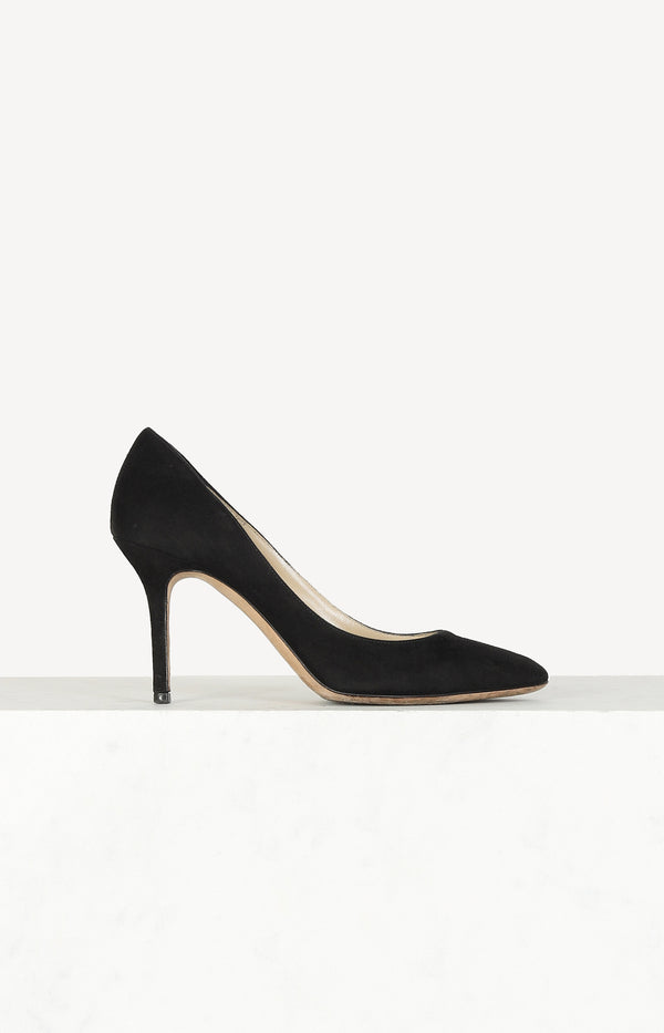 Rounded pumps in black suede