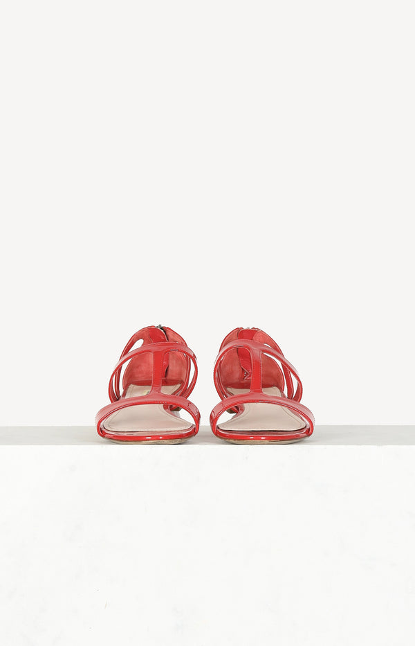 Patent leather sandals in red