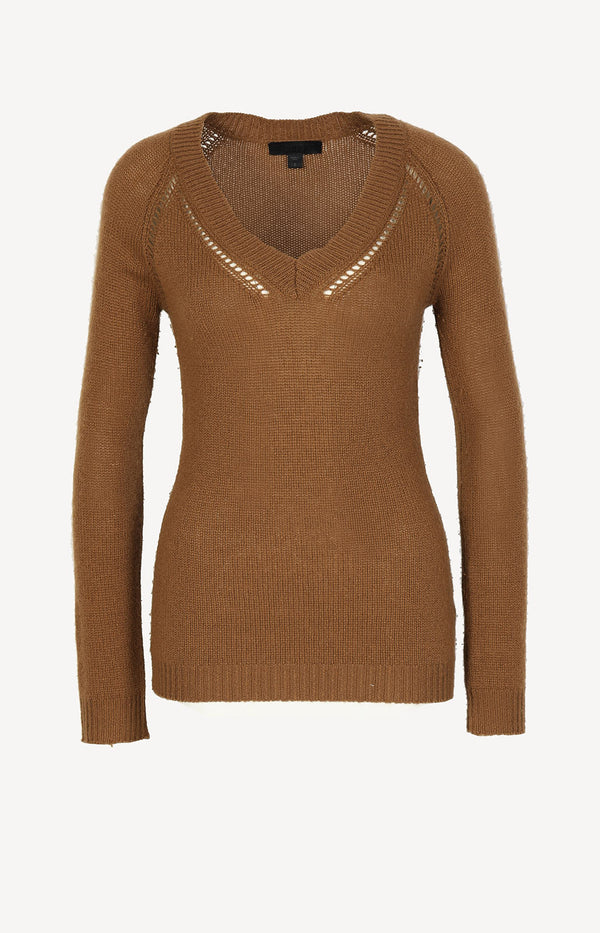 Cashmere sweater in camel
