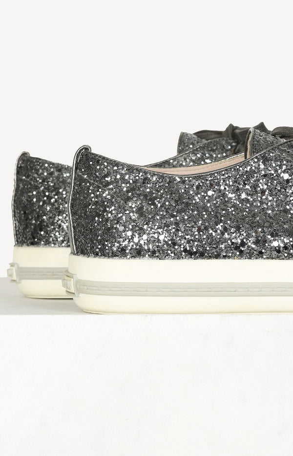Sneaker with sequins in silver