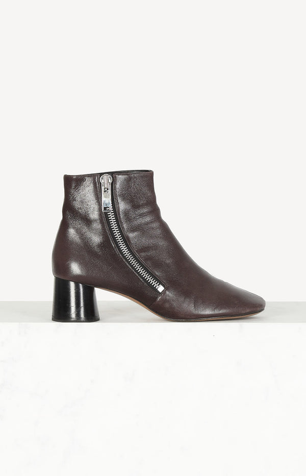 Zipped ankle boot in Burgundy