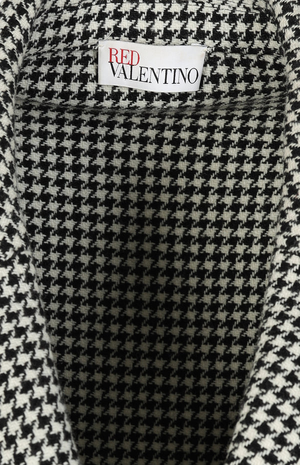 Jacket with a houndstooth pattern in black and white