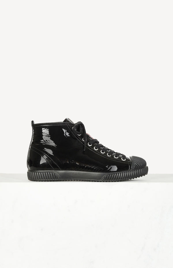 High top sneakers made of patent leather