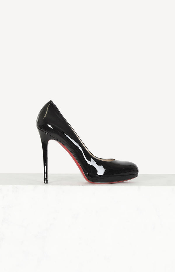 Platform pumps made of patent leather in black