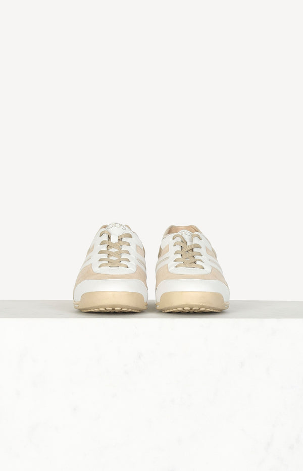 White / beige sneakers