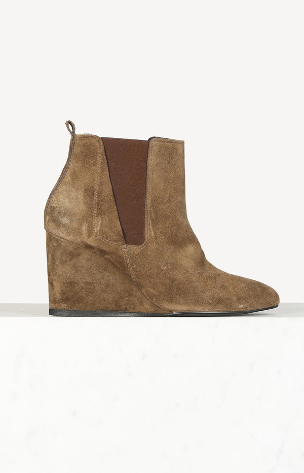 Wedge boots in brown