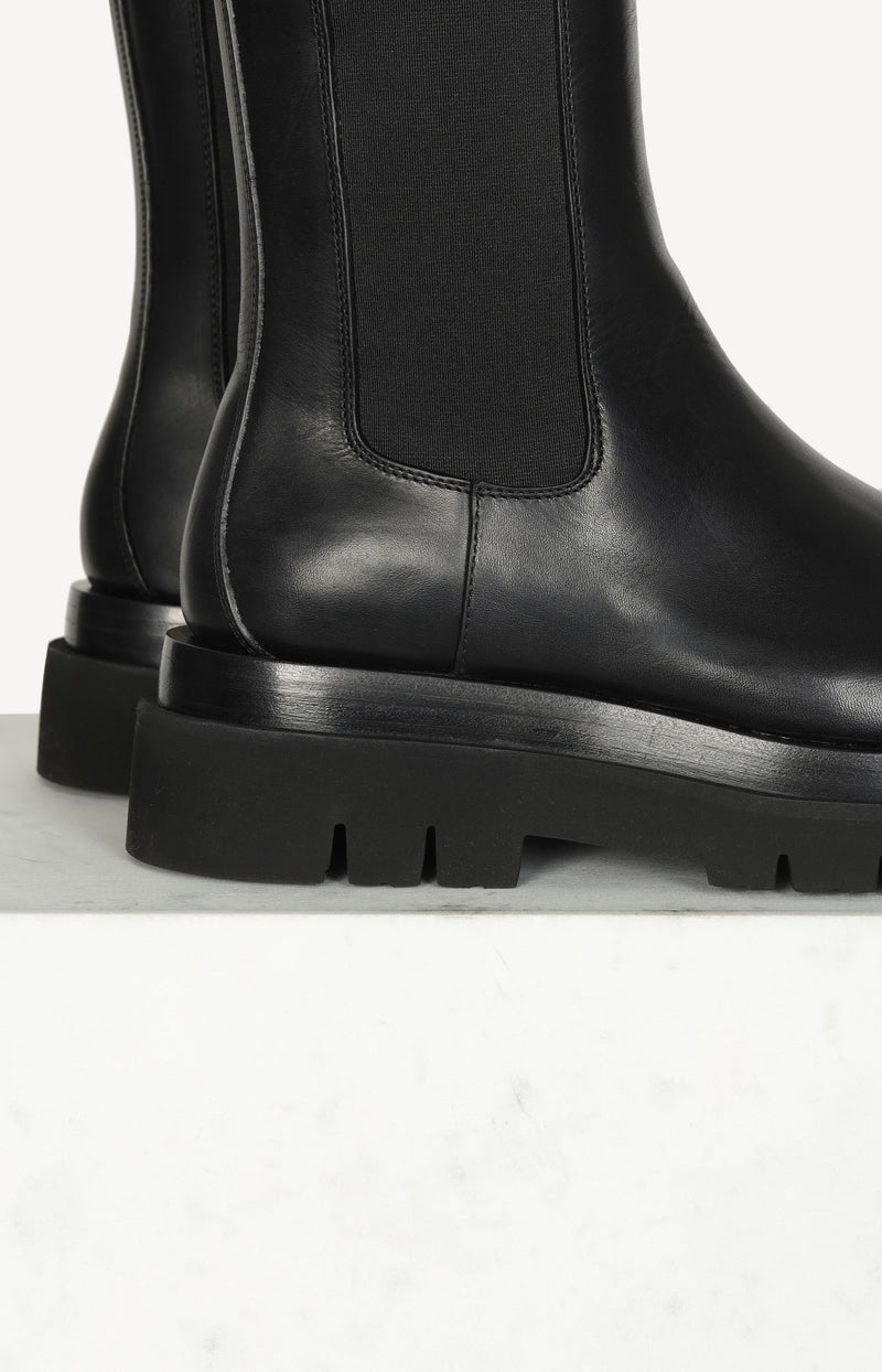 The Lug Boots in Schwarz