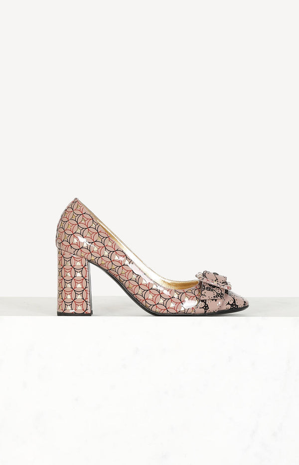 Retro pumps with buckle in pink