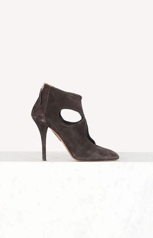 Suede pumps in brown