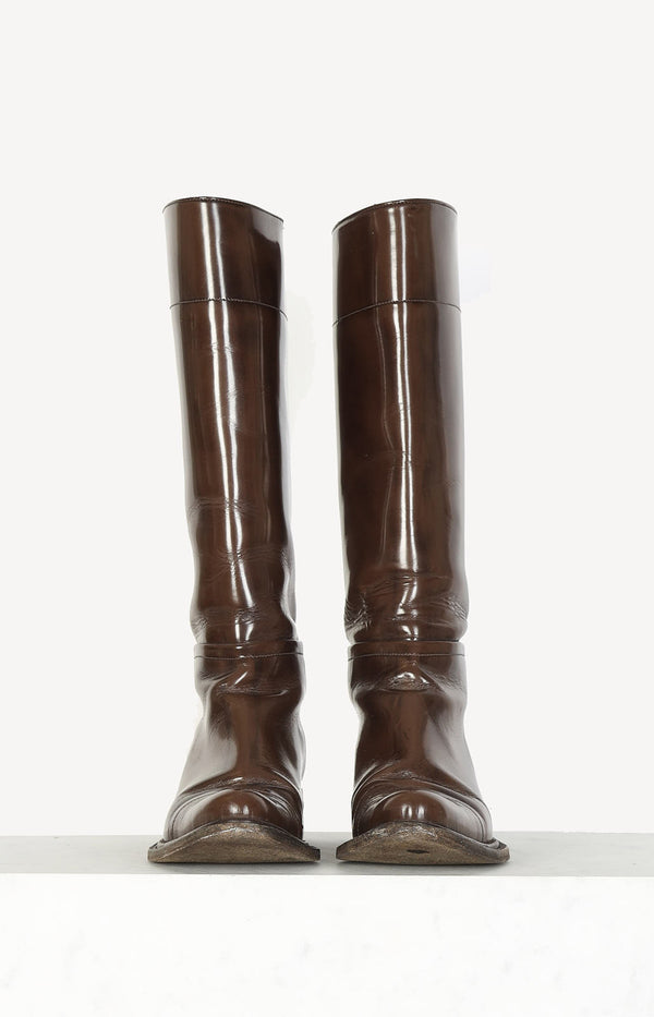 Patent leather boots in brown