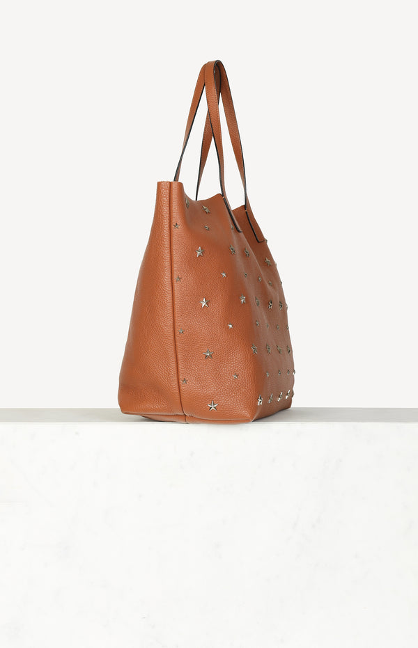 Shopper with studs in cognac / gold