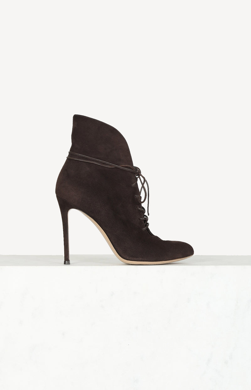 Suede Boots in Braun