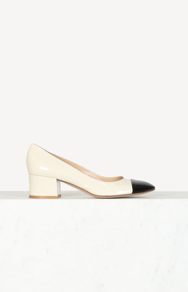 Patent leather pumps in black / ivory