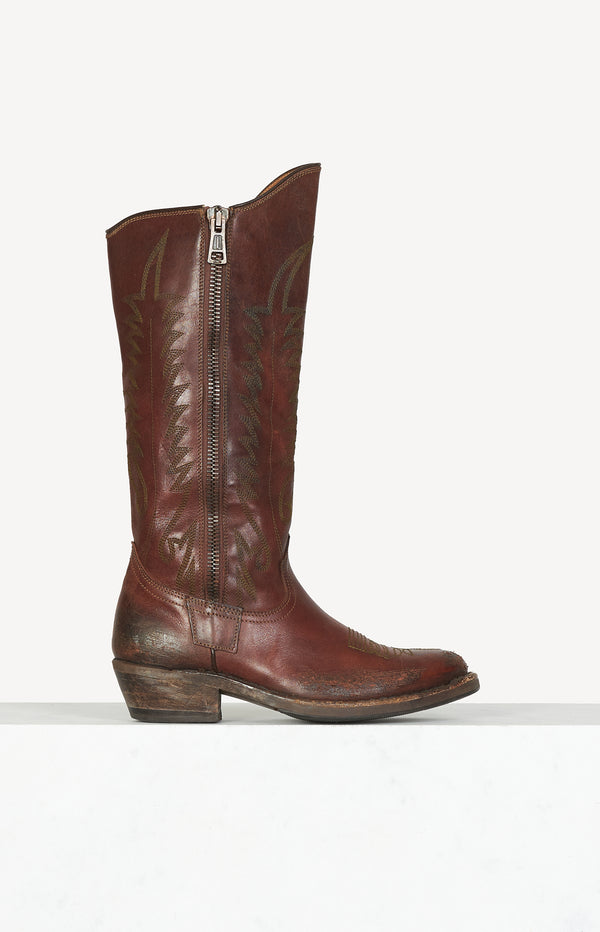Western boots with embroidery in brown