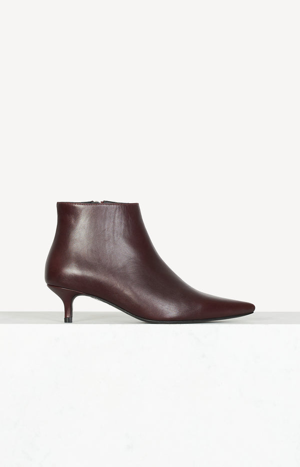 Pointed ankle boots in Bordeaux