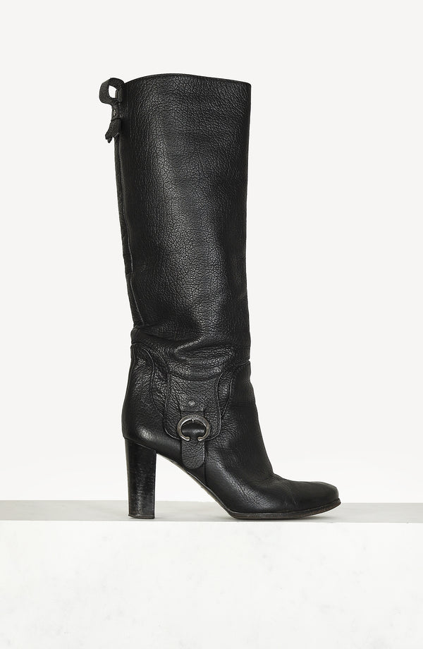 Vintage leather boots in black