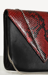 Envelope Clutch in Schwarz/Rot