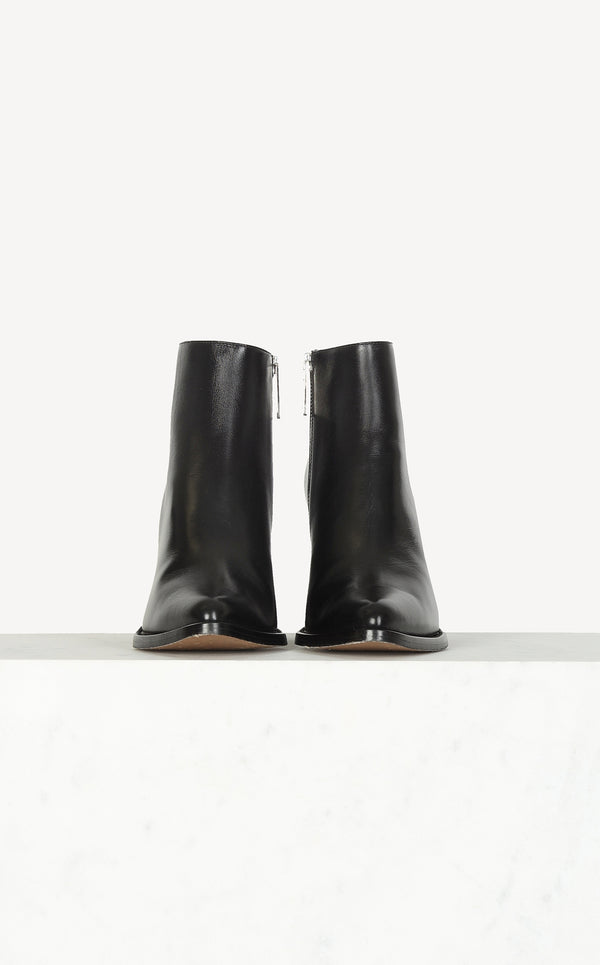 Serina boots in black