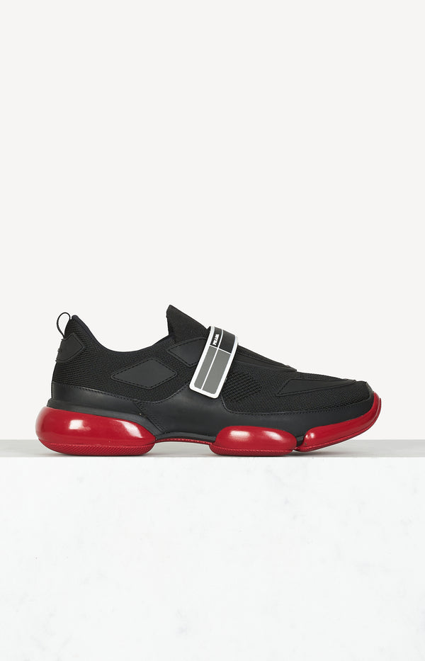 Cloudbust sneaker in black / red
