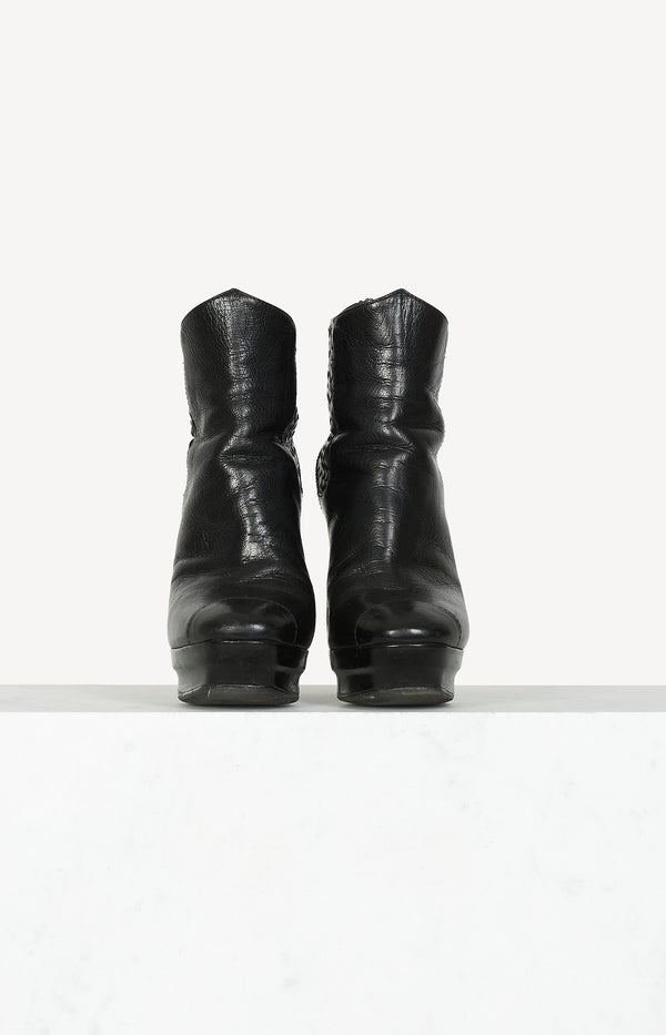 Intrecciatio Plateau ankle boots in black